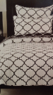 BT06a-Twin, B&W Trellis Coverlet Set